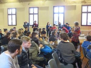 Paola Bastianoni, direttrice del progetto, parla ai ragazzi
