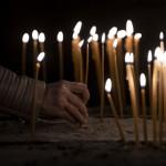 rituali-comunita-dolore-funerale-lutto-online-soli-morti-coronavirus-l12x
